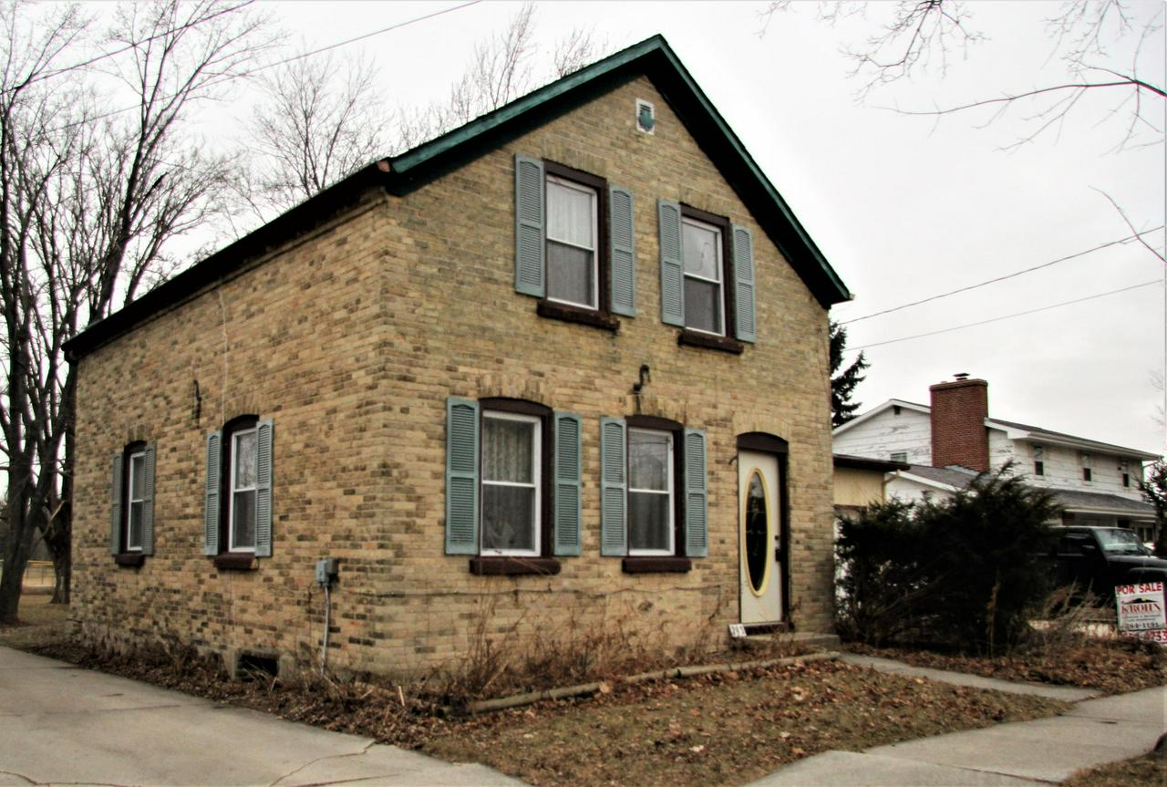 Motivated Seller, Just reduced significantly below FMV. Historic Cream City brick built in 1860. One block from Elementary School and Grady Park  Beautiful lot 1/3 acre (240' x 70') includes rock garden and ample space for vegetable garden, storage shed, play equipment. Very large family room addition opens to deck for outside entertaining.  Central air, newer windows. Requires updating inside and some exterior maintenance, which can be completed by new owner before or after moving in. Home Owners Warranty provided by Seller.