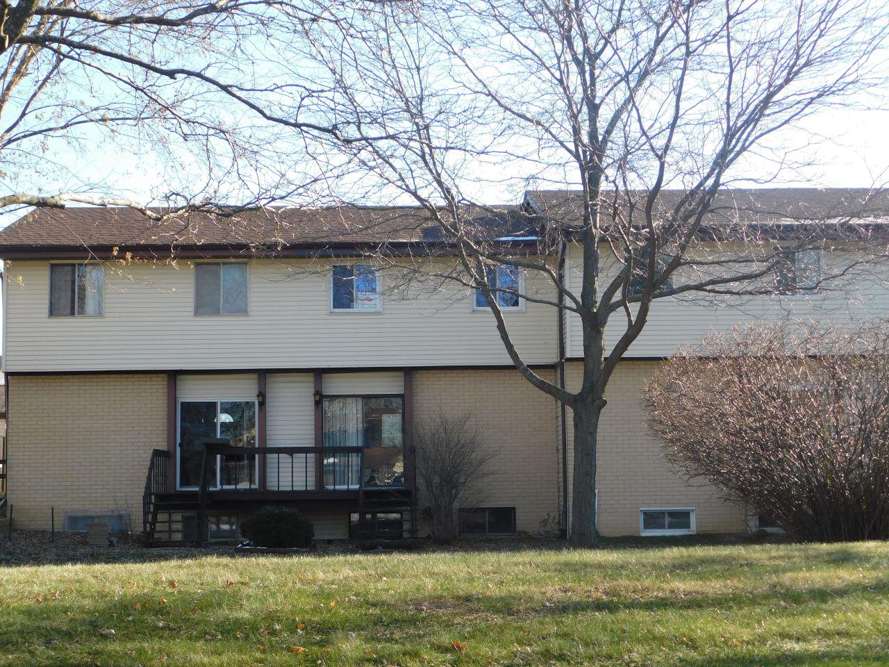 Perfect condo home with 3 nice sized bedrooms, 1 1/2 bathrooms, good sized kitchen with open concept to living room, rec room, great porch and more at an affordable price! This is a great deal for anyone who wants to be in the Germantown school district and be walking distance to shopping, restaurants and so much more. One year home warranty included! Bonus!