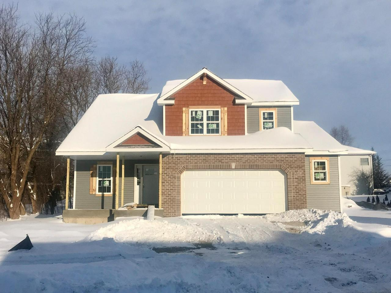 This Beautiful Cedarburg Has A Lot To Offer Any Family The Large Great Room Opens