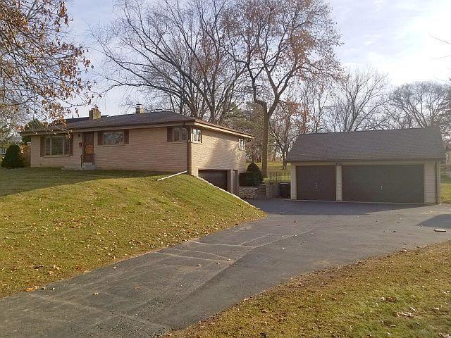 614 W Wisconsin Ave AVENUE, PEWAUKEE, WI 53072