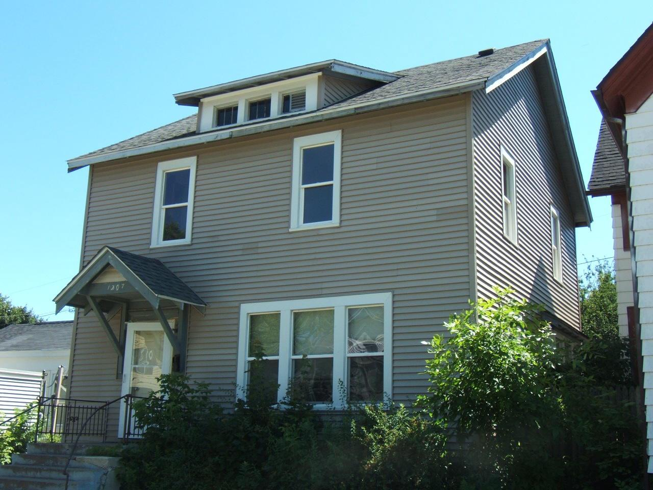 Nice large single family home. Spacious 2 story with partially fenced back yard.