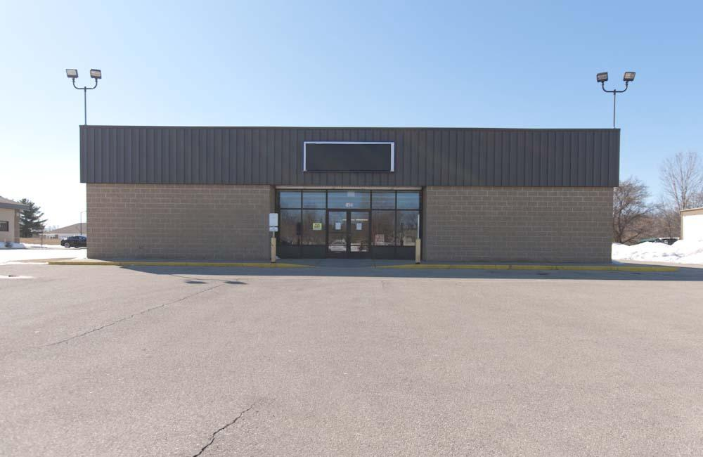 Don't miss this business opportunity!!!Purchase it at appraisal price or available for Lease!Many options for the business owner with the need of high traffic for the high traffic area!Call today!!2 Rooftop Package Heating & Cooling Units