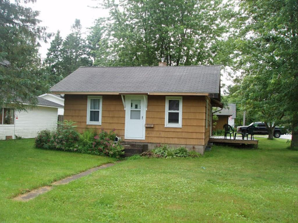 (373) Nice and clean three bedroom ranch style home on 8th Avenue in Park Falls. Basement, small deck, 2 car detached garage. Corner lot. Pleasant residential neighborhood. Asking $42,900.