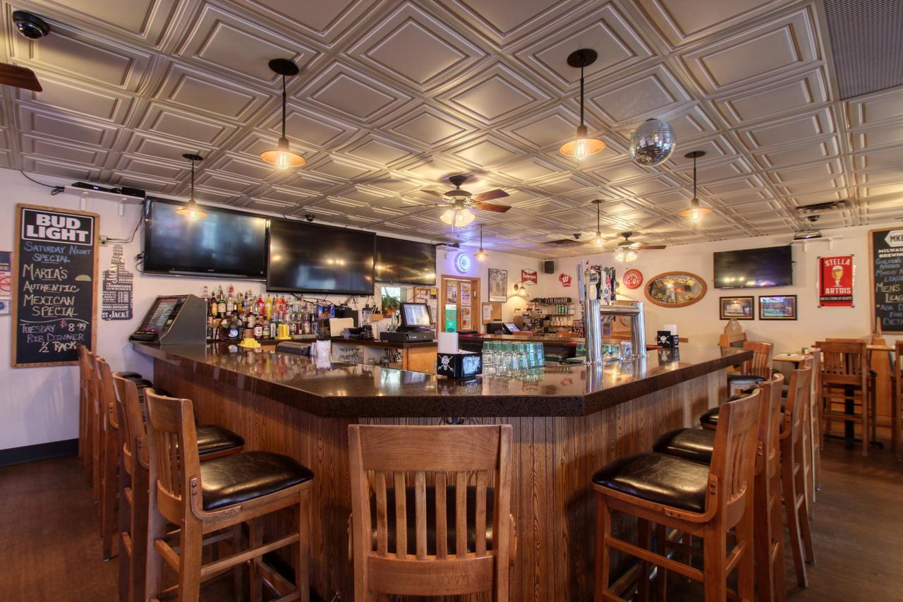 Bars for Sale in Washington County Wisconsin - WI Pubs