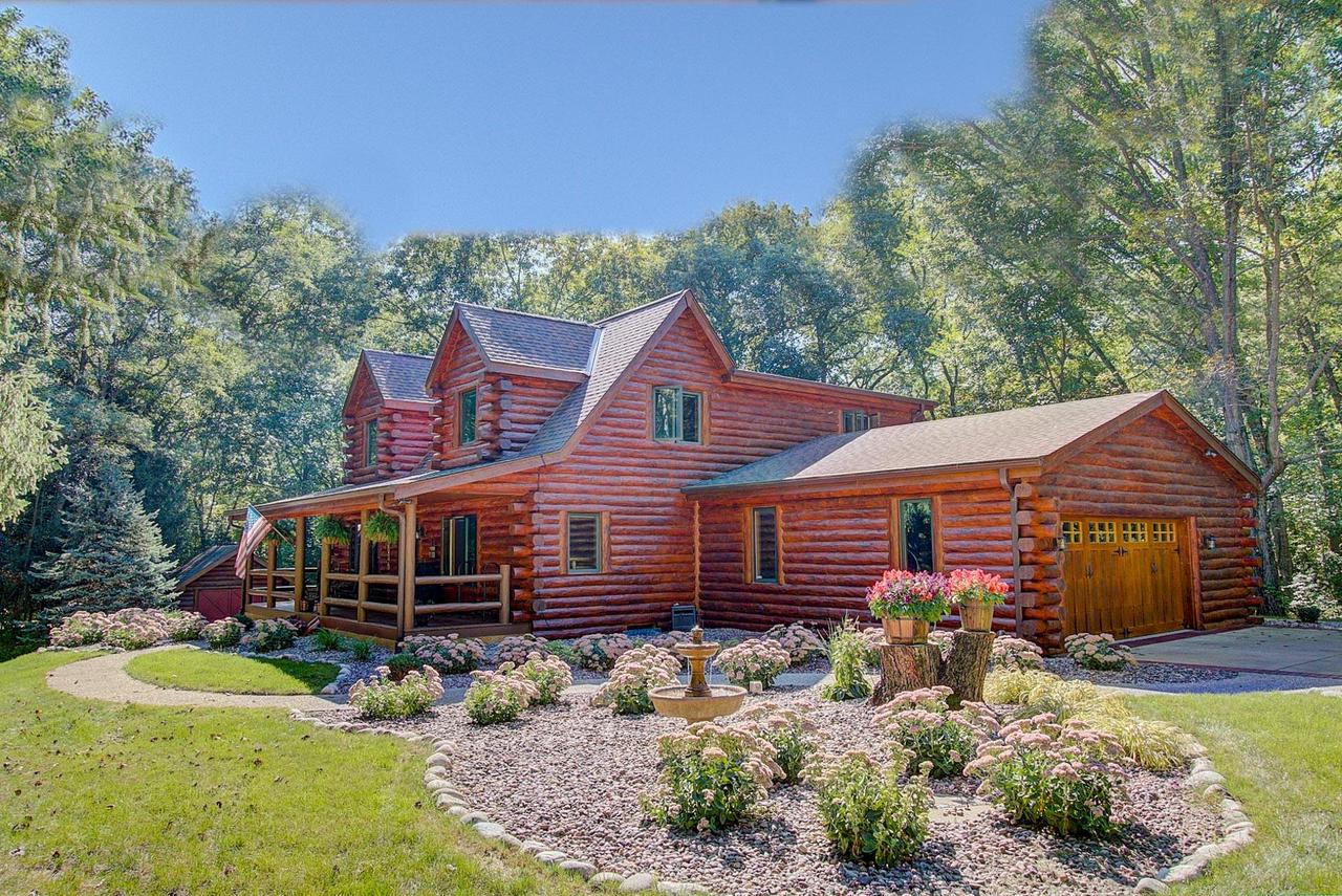 Waukesha County Wisconsin Log Homes For Sale