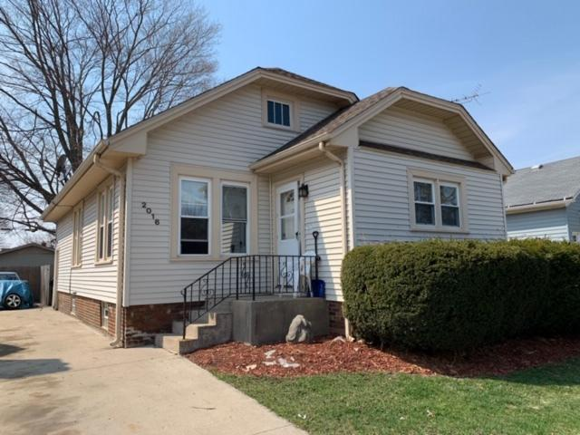 3 bedroom home with hardwood floor, living room, dining room, fenced in yard. Lower level with rec room. Location convenient to schools, shopping,Lake Michigan and restaurants. HSA Home Warranty included!