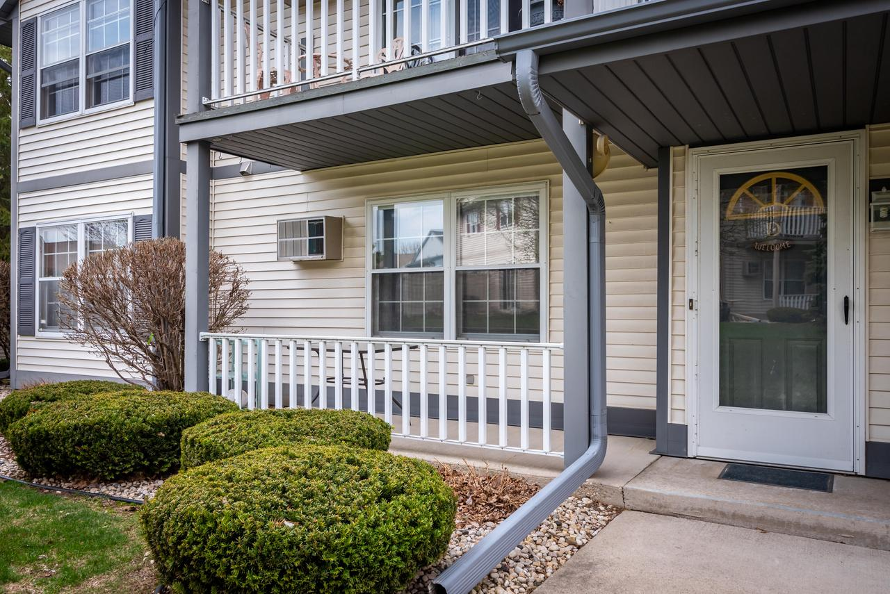 Come see this first floor condo in Devonshire Village. The condo features updated laminate wood flooring in the kitchen and hallways. Building is pet friendly and features an attached 2 car garage. Please check out the virtual tour to see the convenient floor plan.
