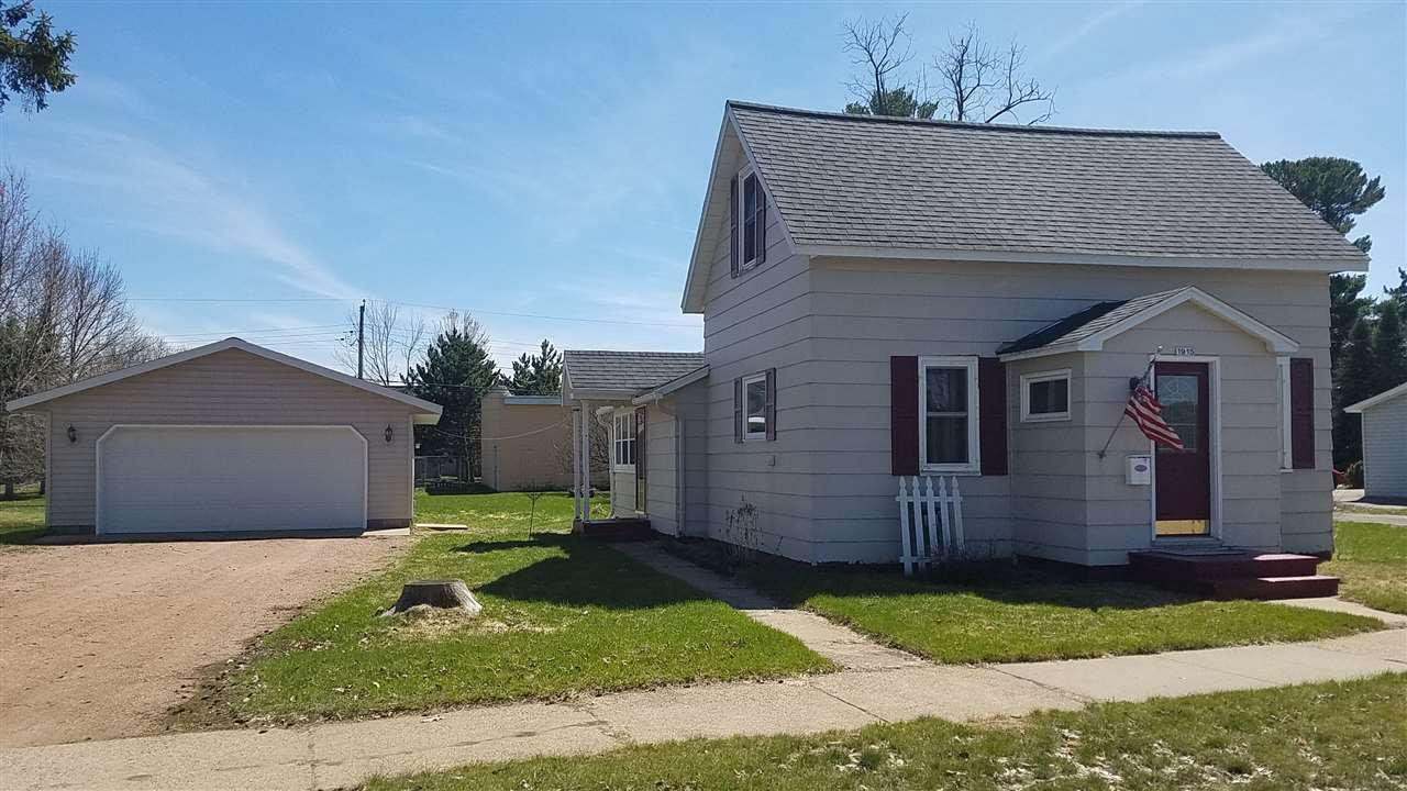 Great starter home on the edge of town. Newer 2 car garage, main floor laundry, and nice views of the river!