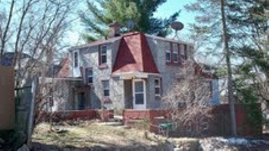 Well built 3 bedroom home overlooking the Wisconsin River. The home is surrounded by a veranda and is on a corner lot. Very nicely decorated with many updates and a newer roof. 2 car attached garage. Call for your private tour.