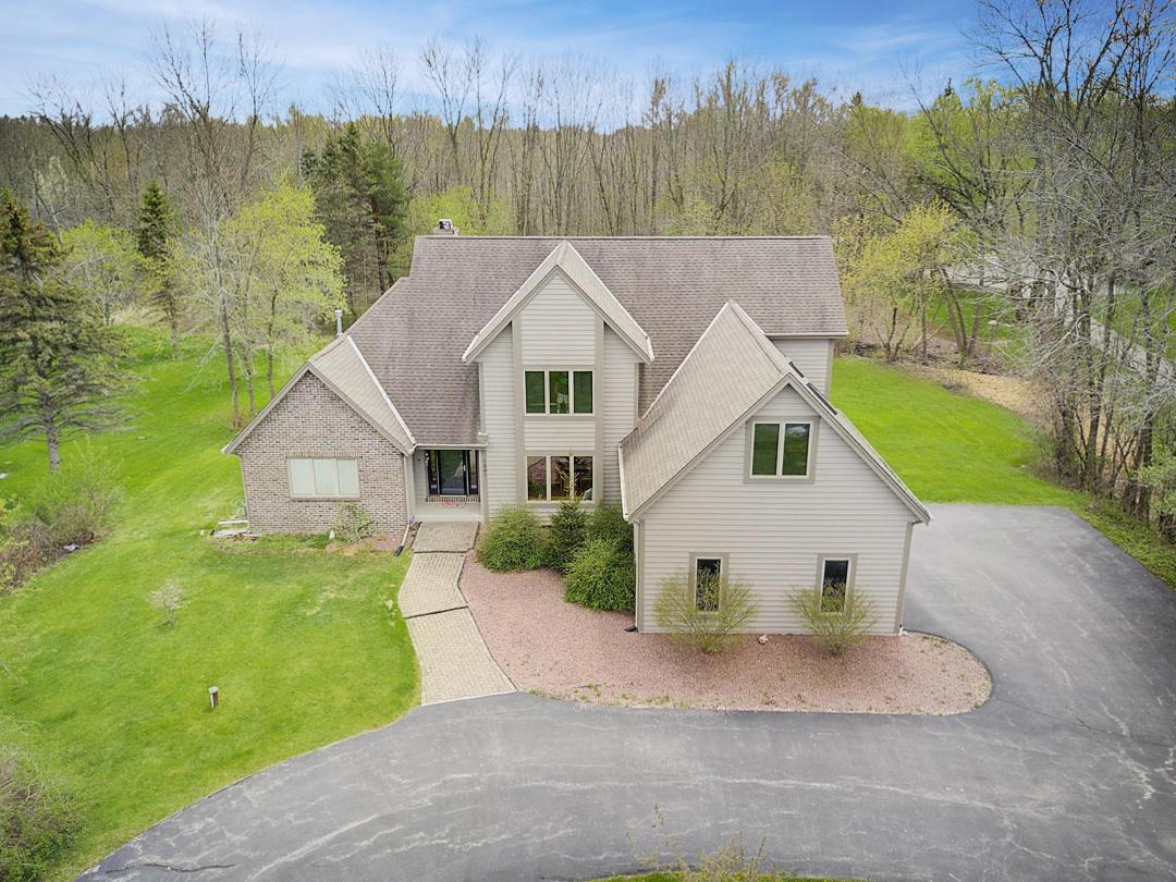 1441 W County Line Rd ROAD, RIVER HILLS, WI 53217