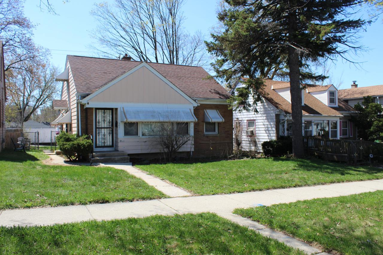 5821 W Keefe Ave AVENUE, MILWAUKEE, WI 53216