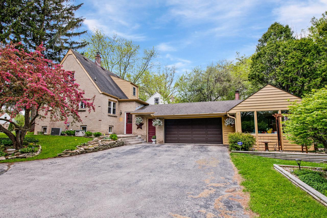 Homes with Walkout Basement for Sale in Brown Deer WI • Realty