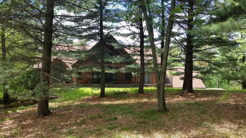 Rock County Wisconsin Log Homes for Sale