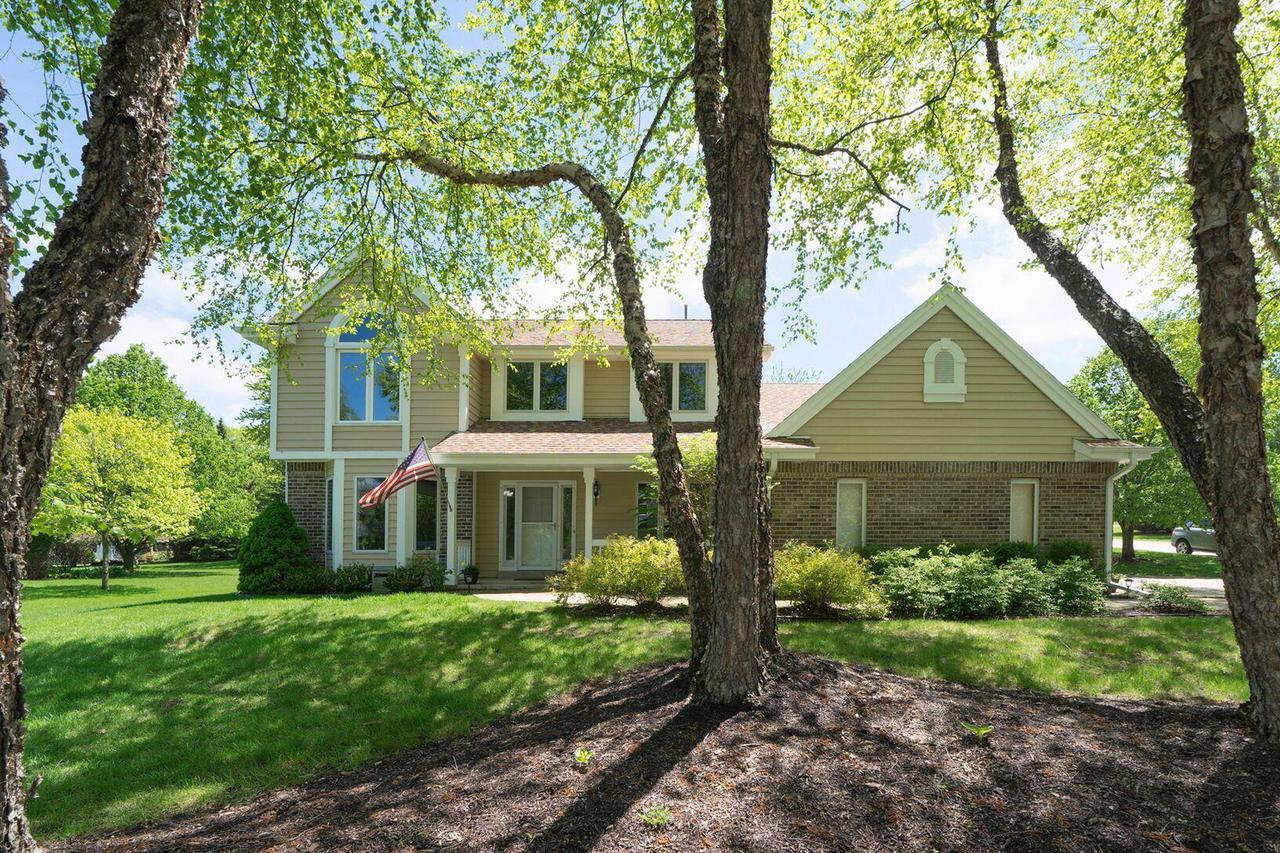 W275N2682 Wildflower Rd ROAD, PEWAUKEE, WI 53072