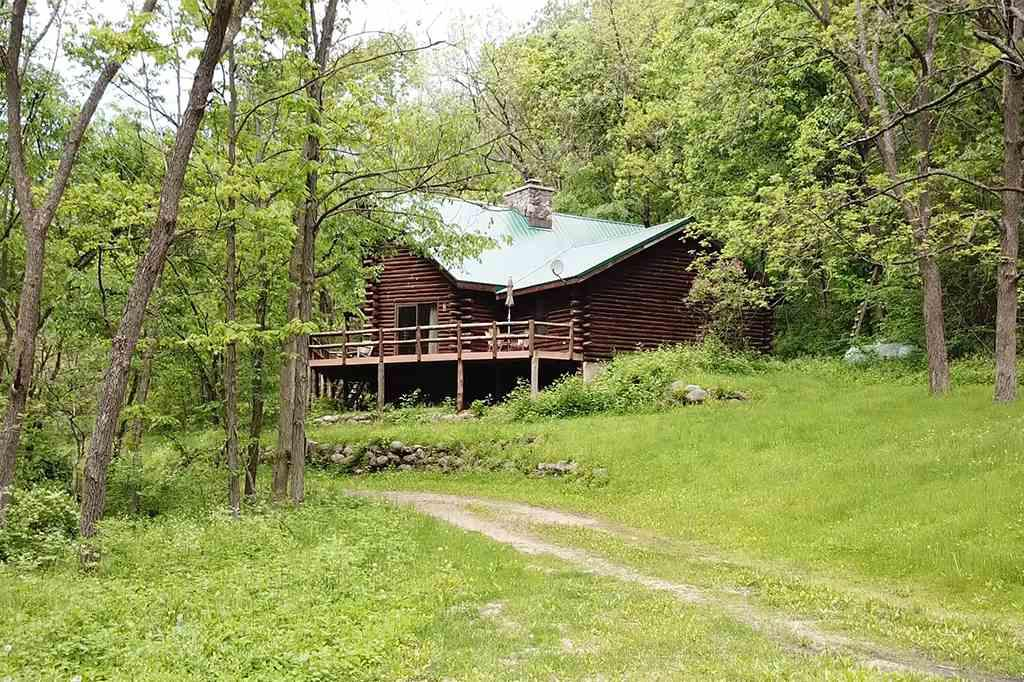 Homes for Sale with Pole Barn in Arena WI • Realty Solutions Group