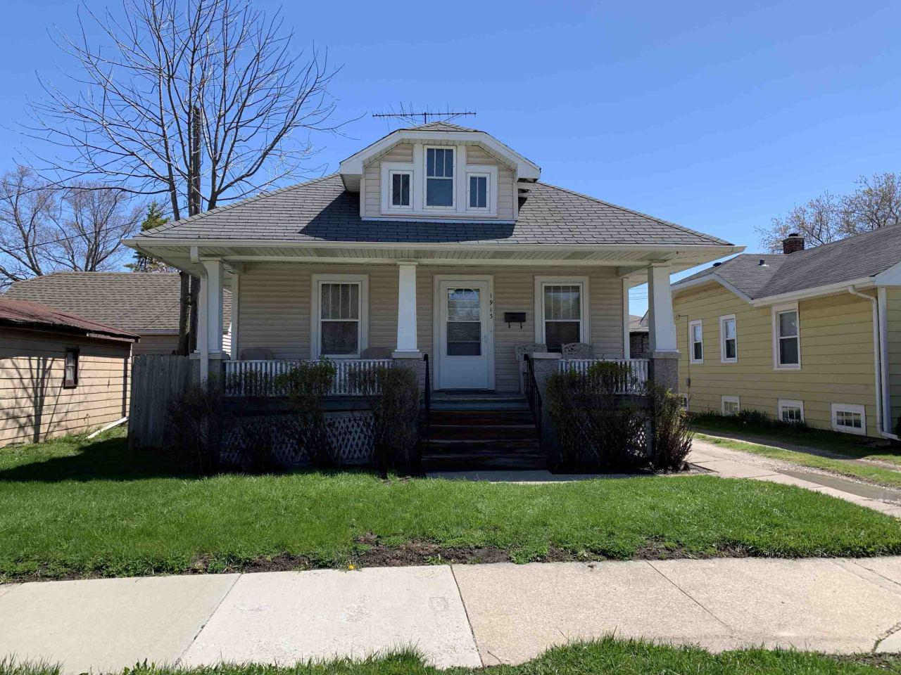 West Racine 2 bedroom bungalow. Very solid built one family owned ''Sears Catalog'' home.  9' Ceilings. Gravel driveway and 2 car garage. NEW furnace and NEW water heater. Close to shopping and dining options.