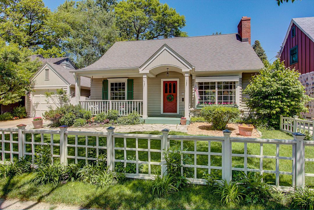 934 E Colfax Pl PLACE, WHITEFISH BAY, WI 53217