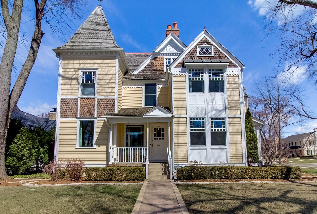 524 E Day Ave AVENUE, WHITEFISH BAY, WI 53217
