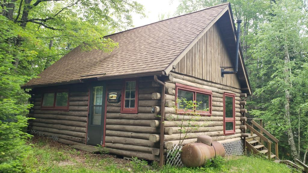Private location on Moose Lake. Nostalgic & cozy three season 2 BR log cabin with loft. Offers beautiful nature & wildlife views, great fishing, swimming, water sports & snomobiling in the Wisconsin northwoods!