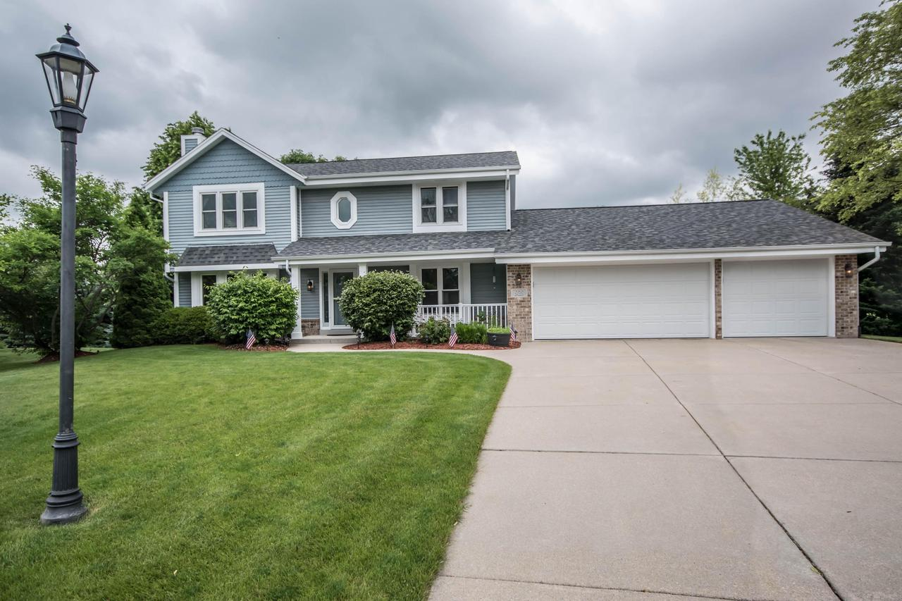923 Sanctuary Ct COURT, PEWAUKEE, WI 53072