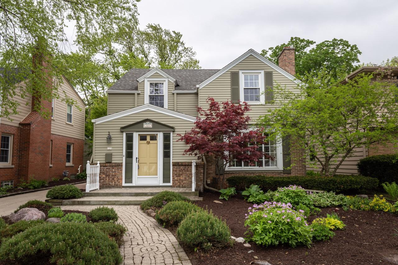 125 W Belle Ave AVENUE, WHITEFISH BAY, WI 53217