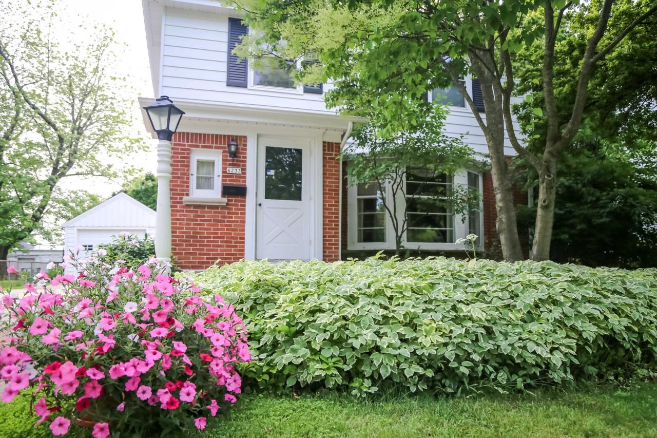 6233 N Lydell Ave AVENUE, WHITEFISH BAY, WI 53217
