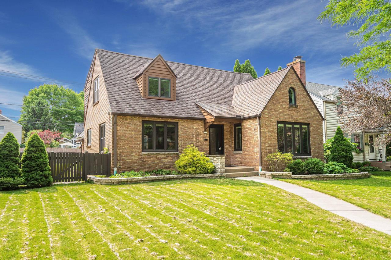 4827 N Newhall St STREET, WHITEFISH BAY, WI 53217