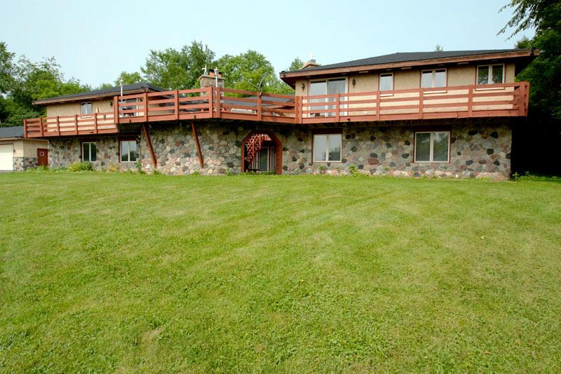 W252N4344 Sussex Rd ROAD, PEWAUKEE, WI 53072