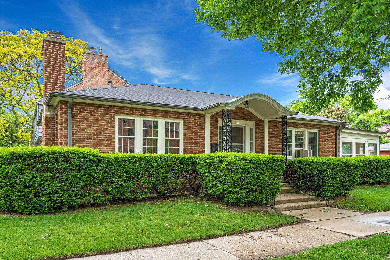129 E Day Ave AVENUE, WHITEFISH BAY, WI 53217