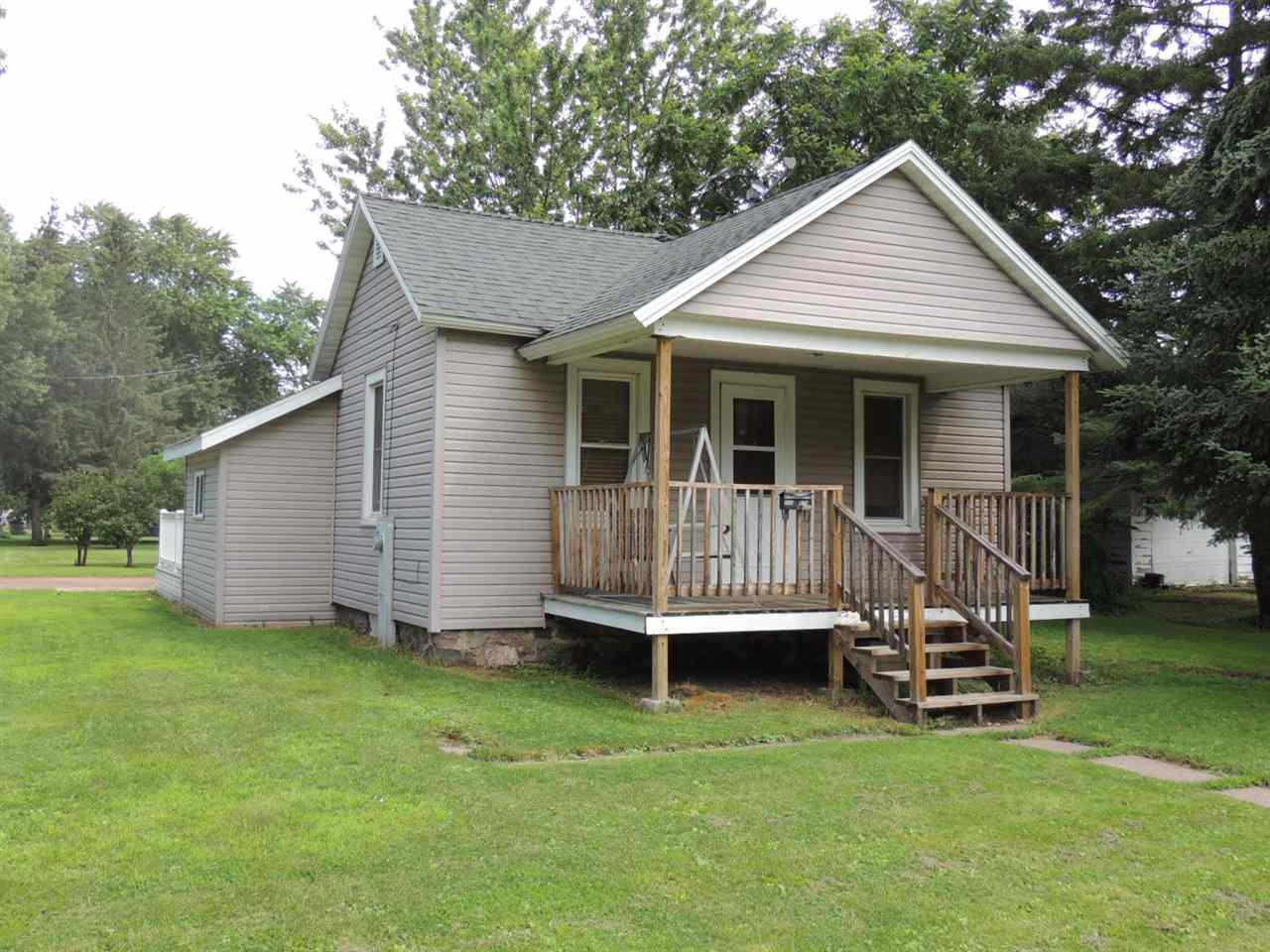 Smaller 2 bed 1 bath home which has been extensively remodeled. Updated vinyl windows, roof, siding, and recently remodeled kitchen as well. Located less than a block from popular city park. Motivated seller. COME SEE!!!