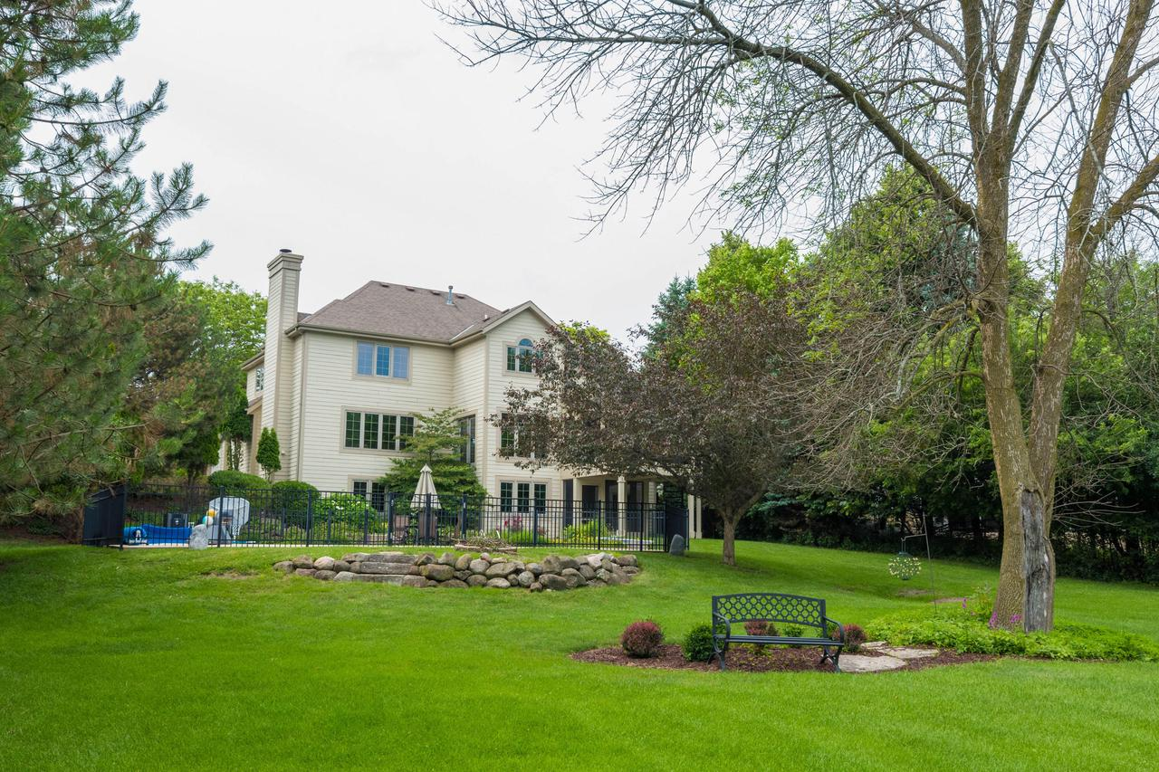 W261N2522 Deer Haven Dr DRIVE, PEWAUKEE, WI 53072