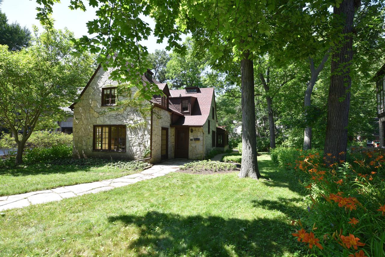 Homes with 3 Bedrooms for Sale in Whitefish Bay WI • Realty