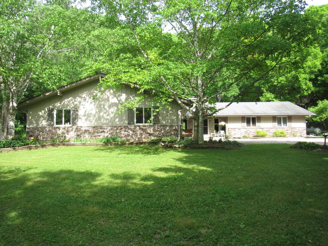 MOTIVATED SELLER  Very Spacious Country living. Very Private lot of land. 3 car garage with room for 6, Large  unfinished basement gives you and open canopy to create your own dream. Open concept with nice sized bedrooms and a private full master bathroom. Approximate 25x30 poll barn. First floor laundry room. Minutes from Hartford, Hartland ,Sussex.