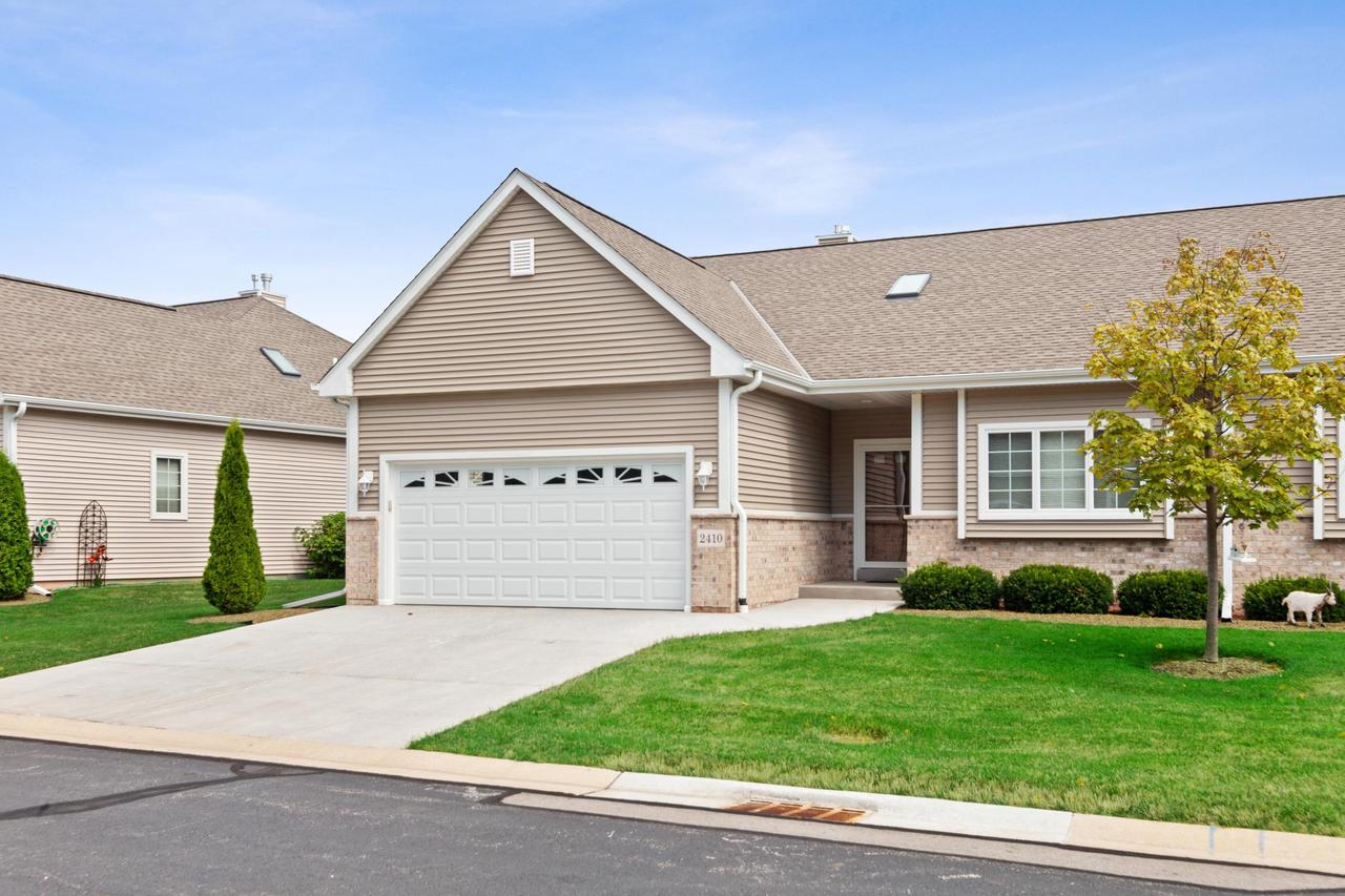 Looks like brand new!  Exquisite 6 year old side by side Ranch condo in popular Hunter's Crossing. This 3 BR/3 BA upgraded condo boasts  comfortable open-concept floor plan with maple hardwood floors throughout the gracious foyer, LR/DR, KIT & sunroom. Highlights include spacious LR w/ gas fireplace, vaulted sunroom w/skylights & wall of windows, DIN w/ coved ceiling & bright KIT featuring custom cabinets, cambria countertops & all ''barely used'' SS appliances. Beautiful MBR w/walk-in closet & private bath w/oversized shower & extra vanity. Stairway from foyer leads to exposed finished lower level featuring huge FR, BR w/ egress window & full bath. Main floor laundry & attached garage. Perfect location near shopping. Don't miss this one! It will be gone in the blink of an eye!