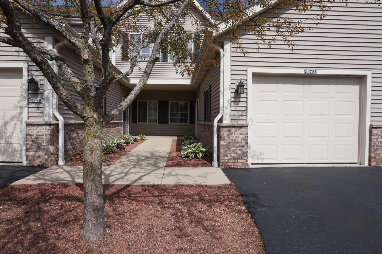 Wonderful open concept 3 bedroom 2 bath condo. This condo has been well maintained and features vaulted ceiling, a gas fireplace and private covered balcony. Master suite has plenty of closet space. 2 additional large bedrooms with large closets as well. Enjoy the open kitchen/dining, snack bar and an in unit laundry room. Association has pool and recreation facilities. Very reasonable condo fee for all you get. Close to Sendiks and both downtown Cedarburg and Grafton.