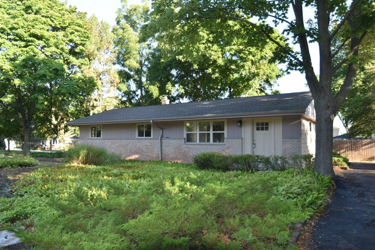 5870 W Donna Dr DRIVE, BROWN DEER, WI 53223