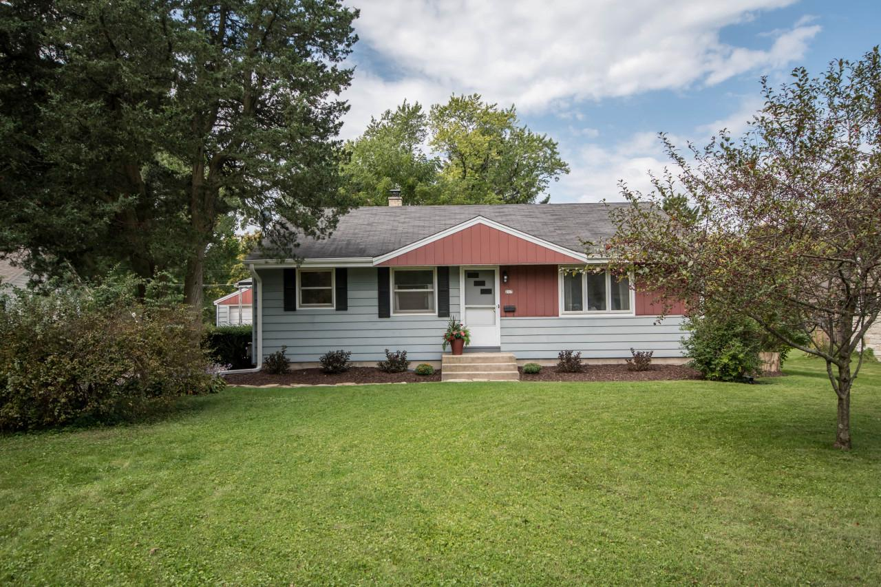 This quiet cul-de-sac location is a wonderful setting for this comfortable Hartland ranch home in Lake Country. Generously sized living room, an eat-in kitchen with white cabinetry and freshly refinished warmnatural hardwood flooring throughout most of the home! Just minutes to HWY 16 for for commute or travel. Walk to Nixon Park and the Ice Age Trail. Quick trip to Sendik's grocery and popular downtown Hartland and restaurants.