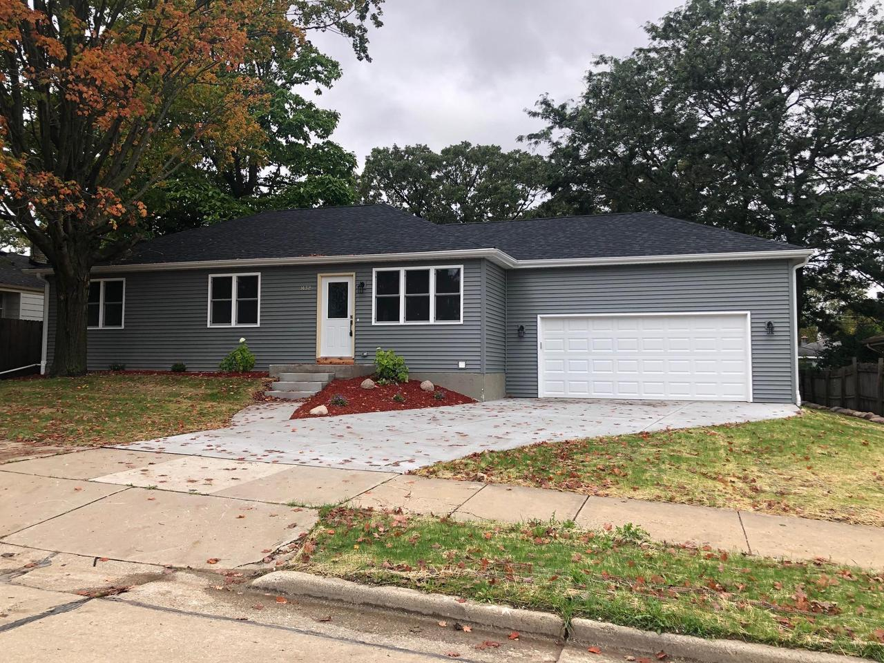 Beautiful modern NEW construction!! Modern finishes combined with tons of natural sunlight and a big back yard complete this stunning new home.  Nothing left to do except move in!!!